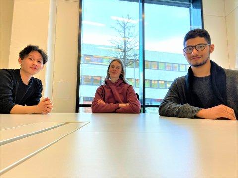 ULIKE SYN: Frå venstre: Ronald Alan A. Velasco (19), Hannah Owe Hope (18) og Ghazi Alannan (snart 17) ser ulikt på koronavaksinen.