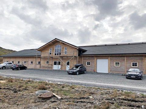 Det nye fjøset til Johan Tjåland er bygd med kortreist tømmer frå Ryfylke.