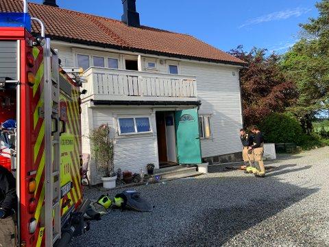 PIPEBRANN SPREIDDE SEG: Huseigaren i Stangelandsvegen på Vold i Klepp ringte brannvesenet, sjølv om dei ikkje visste kor det brann. Det får han ros for av brannvesenet.