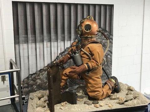 Drakten har blitt brukt av dykkere som lette etter bomber på havbunnen.