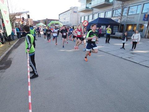 MARATON: 18. april arrangeres Holmestrand Maraton for niende gang. Her fra løpet i 2017.