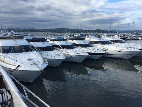 LEKRE: I helgen blir det nok av millionbåter å titte på i gjestehavna. Været er spådd å bli langt finere enn i fjor.