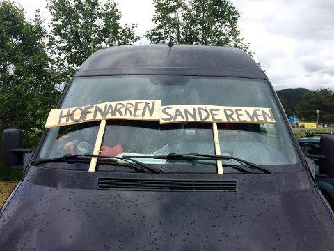SKJØNN FORENING: Hofnarren og Sanderevyen slo seg sammen for turen.