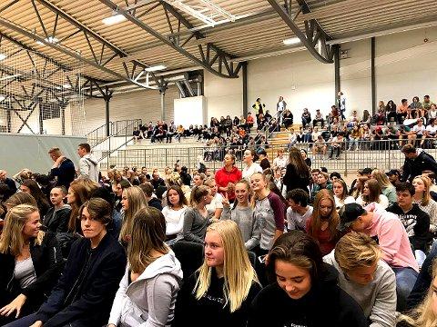 VALGDEBATT: Paneldebatten samlet elever fra Holmestrand videregående skole og 10. trinn på Gjøklep ungdomsskole.