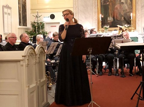 POPULÆRT: Sangsolist May-Britt Forsberg Hovdenak høstet stor applaus for sine elegante og vakre tolkninger av kjente julesanger, akkompagnert av HUK.
