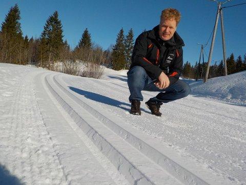 NYOPPKJØRT: Hans Petter Narverud kan vise nylagde «trikkeskinner» etter nok en runde i løypemaskinen