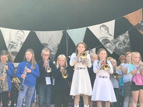 Konsert: Her spiller Holmestrand skolekorps konsert i Teaterparken i Bergen.