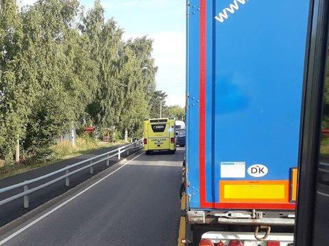 UHELL: En bil kjørte i autovernet på Hvittingfossveien nær Hvitstein.