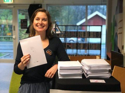 BEVISST: Et kurs om data har gjort bibliotekar Nina Fredrikke Lehne mer bevisst på hva hun legger igjen av spor. Nå hjelper hun folk flest med å bli mer bevisste.