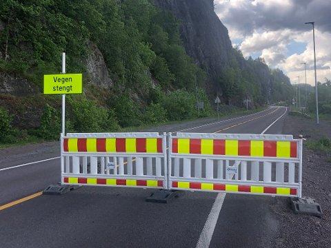 STENGT: Gamle Sørlandske ble stengt som følge av fjellsikring etter ras.