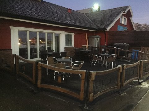 STENGT: Lille Gjesten har stått tomt og mørkt siden august. Nå er selskapet som drifter puben konkurs.