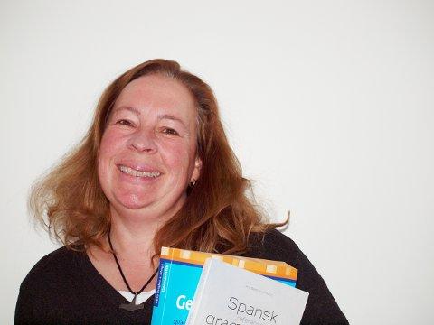 SPRÅKGLAD: Imke Solvang har bodd og jobbet verden rundt. Nå vil hun dele språklidenskapen med hofsokninger og andre.