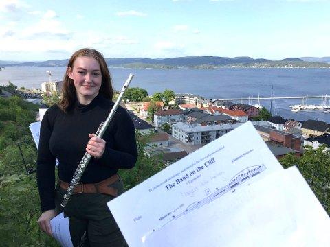 """Nora Krøger (17) og resten av Holmestrand skolekorps er klar for urfremføring av """"The Band on the Cliff"""" av Elisabeth Vannebo."""