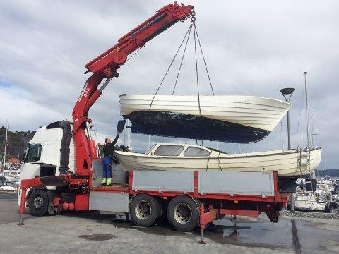 To båter ble fjernet fra Kattholmene av Skjærgårdstjenesten.
