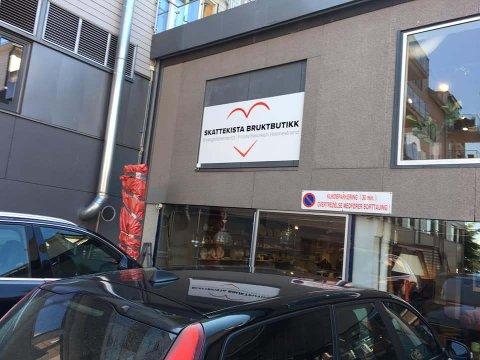 MÅ STENGE: Skattekista bruktbutikk mistet alle inntektene sine på grunn av koronakrisen.