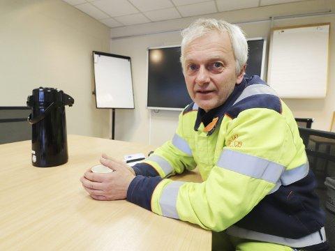 FABRIKKSJEF: Robert Grønli i Hydro regner med en kostnad på rundt ti millioner kroner for ei ny pipe. ARKIVFOTO