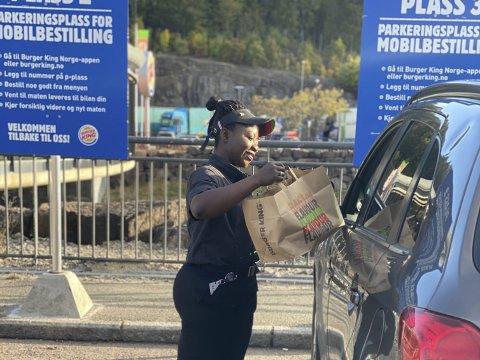 Servering ved bilen: – Nå kan du få servert din mat ved bilen, opplyser Burger King på Grelland. Pressefoto