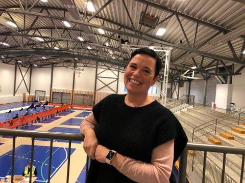 KAN SMILE: – Det er gledelig at vi får flere vaksiner, sier Christine Berge, vaksinekoordinator i Holmestrand kommune.