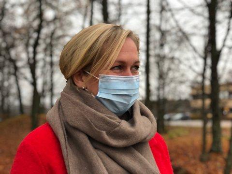 Bruk munnbind om du ikke klarer å holde god nok avstand, oppfordrer ordfører Elin Gran Weggesrud.