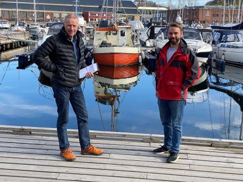 Ut på seiltur: Thor Birger Leegaard og Haakon Rui oppfordrer til både spennende seilturer til foreslåtte havner, men også  en innsats for natur og miljø i sommer. Foto: Pål Nordby