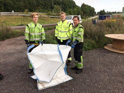 BEDRING: Mindre søppel å hente for (fra v.) Simon Slethei Rustad, Tomas Simonsen og Andrzei Rychel i KLavenes Industriservice AS.