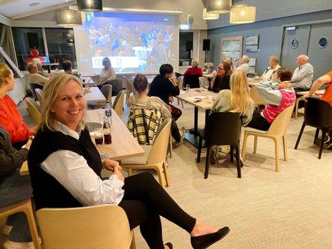 PÅ VALGVAKE: Ordfører Elin Gran Weggesrud kunne konstatere at Ap ble det største partiet i Holmestrand i mandagens stortingsvalg.