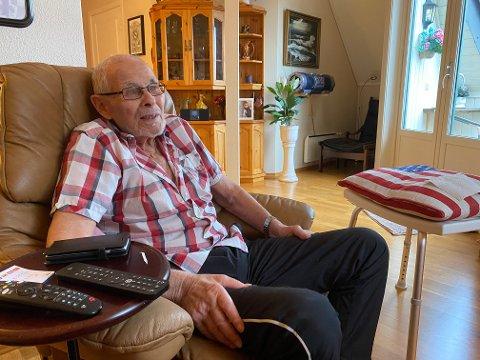 Roser all god hjelp: - Jeg får nesten ikke fullrost den hjelpen jeg har fått av helse-Norge, sier Obert Helmer Kenneth Johansen, fra sin leilighet i Holmestrand. Foto: Pål Nordby