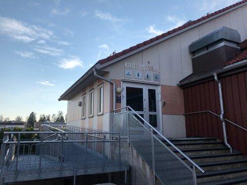 LEGGES NED: Svømmbassenget på Nordby ungdomsskole legges ned innen mars 2021. Ifølge rådmannen er innstillingen utelukkende forankret i en haltende kommuneøkonomi.