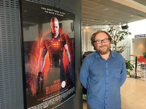 ÅPNER SALENE: Kinosjef i Ullensaker, Haakon Drage, er glad for å kunne ønske velkommen til filmvisninger, men er opptatt av at alt skal gjøres forsvarlig.