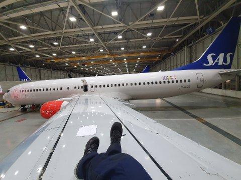 PÅ VENT: Aleksandra Fjuk er fortsatt på jobb 50 prosent som flytekniker for SAS. Nå frykter 25-åringen at de yngste vil bli sagt opp først.