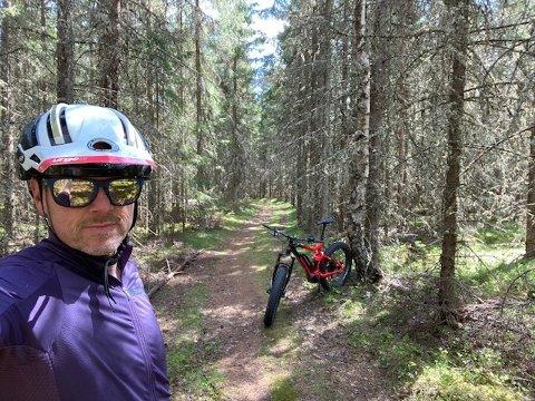 FULL STOPP: Morten Karlsen reagerer på at enkelte turstier nærmest er rasert.