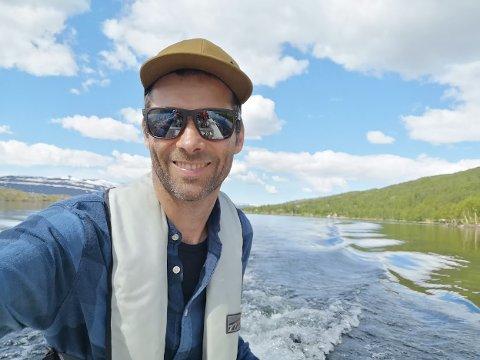 GLAD I VANN: Fredrik Hansens interesse for vann, grader og IT resulterte i en helt unik oppfinnelse.