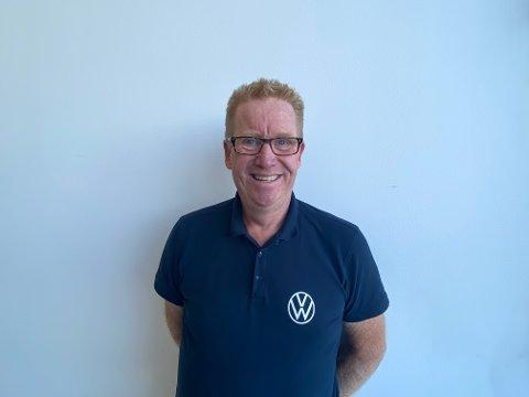 GLEDER SEG: Salgs- og markedssjef i Møller bil, Tor Johan Mikalsen, gleder seg til den nye elektriske Volkswagen ankommer Jessheim.