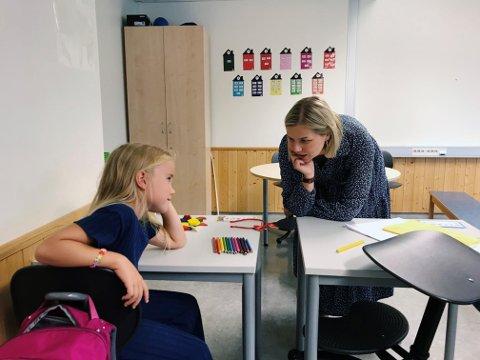 Kunnskapsminister Guri Melby besøkte Jessheim skole- og ressurssenter i august i fjor. Det ble snakket om utfordringene i Ullensakerskolen gjennom forrige sommer og tidligere nedstenging.