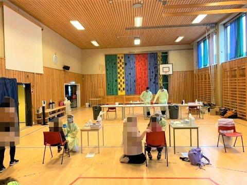 FØRSTE RUNDE OVERSTÅTT: Første runde av massetestingen i ullensakerskolen avsluttes i dag fredag.