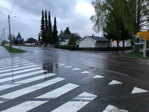 FÅR ANSIKTSLØFTNING: Krysset mellom Gardermovegen og Holtegutua på Sand skal utbedres i sommer.