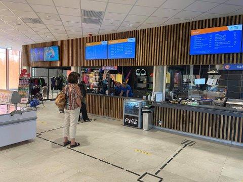 IKKE HONNØRBILLETT: Jessheimbadet åpnet fredag, tre måneder på overtid. Kommer man mellom klokka 10 og 14 på hverdager, får man rabattert pris.