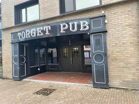 NYTT LIV: Sommeren 2020 stengte Torget pub døra for godt. Nå flytter Gulating inn i lokalene.