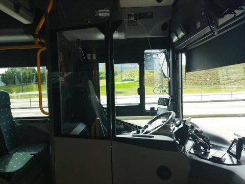 RUTER: Det ikke bare er på grunn av smittevernstiltak, men også som sikkerhetsfunksjon rundt sjåføren at Ruter har montert glass på enkelte busser.