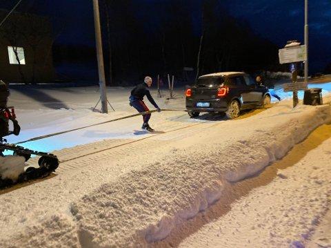 LØS: Morten Ulvang og noen til fra Kirkenes og Omegn Skiklubb var med og fikk den amerikanske turisten løs.