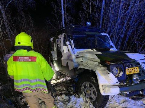 ULYKK: Nødetatene rykket raskt ut til ulykken i Holmfosskrysset i Pasvik, der fem soldater hadde kjørt ut og trillet rundt med denne bilen.