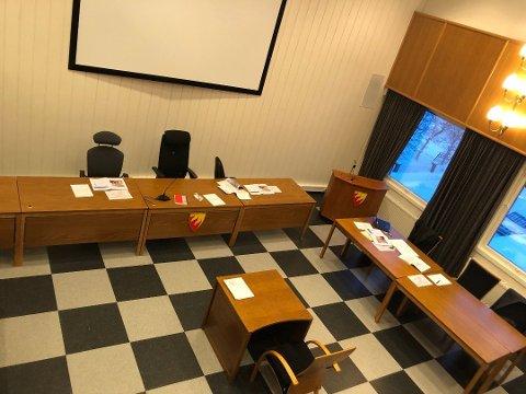 TINGRETTEN: Rettssaken i Øst-Finnmark tingrett ble avholdt i kommunestyresalen på rådhuset i Kirkenes. Nå venter ankesaken i lagmannsretten.