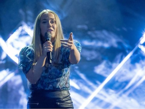 STEMMER: Signe Ebeltoft Sparby trenger alle stemmene hun kan få på den live Idol-sendingen fredag kveld.