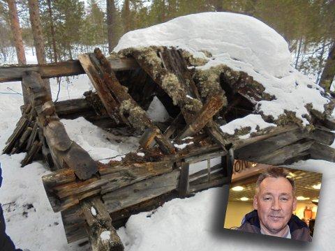 HYTTEFOLKET: Oddleif Wara på Skogfoss tror ikke det hadde kommet sterke reaksjoner dersom kontaineren hadde blitt fjernet. Her foran en av de gamle koiene i bygda, som er kastet for lenge siden.