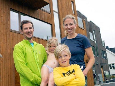 FAMILIEN: John Kristian Dahl (39) er forlengst blitt familiemann. Han og kjæresten Ingrid Aunet Tyldum (36) med ungene Jakob (7) og Eira (4).