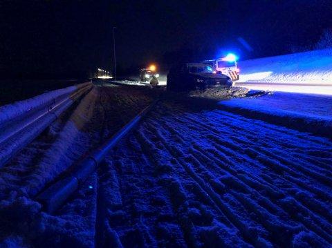 ENDTE SIN FERD: Her, midt mellom vei og gangvei på langstrekka mellom Kirkenes og Hesseng, endte bilen sin ferd.