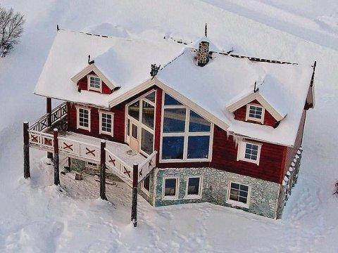 ERGELIG: Odd Erling Smuk synes det er ergelig å måtte selge overnattingsstedet.