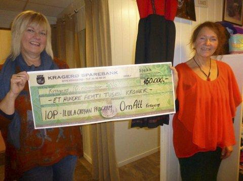 Gir av overskuddet: Bruktbutikken Om Att gir 150.000 kroner av overskuddet til IOP. Solveig Kivle (t.v.) og Lydia Drevland,