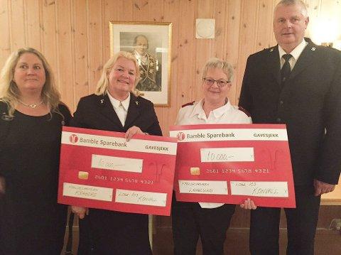 Gave: Therese Røer fra Rebekkalogen (t.v.), Randi Engebretsen, May Kristin Eilertsen og Runar Engebretsen etter overrekkelsen.