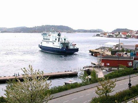 FELLES LEDELSE? Styrene i ferjeselskapene i Kragerø og Brevik skal drøfte et mulig samarbeid. (Arkivfoto)